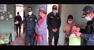 Apurímac: Policías regalan vivienda a mujer que vivía en extrema pobreza junto a sus tres hijos (Foto: PNP)